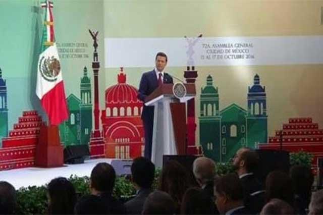 Insatisfacción con la democracia, tierra fértil para la demagogia, advierte EPN
