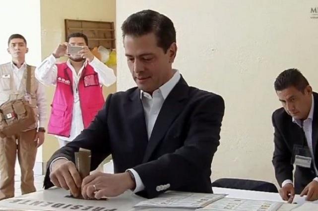 EPN emite su voto y desea que el resultado de elección sea para bien de México
