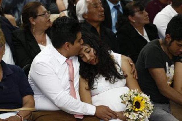 Se casan 165 parejas en Puebla en víspera del Día del Amor