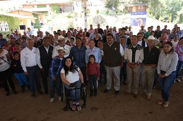 Gestiona López de Gali servicio de equinoterapia en DIF Tetela