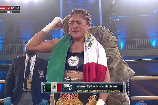 Mexicana Erika Cruz es nueva campeona mundial en peso pluma
