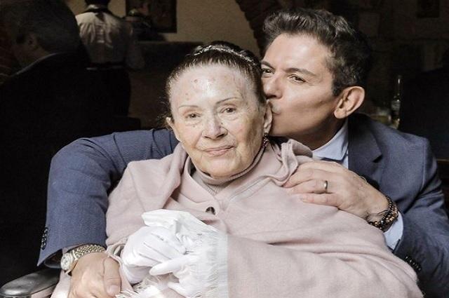 Muere Yolanda Longega, madre de Ernesto Laguardia