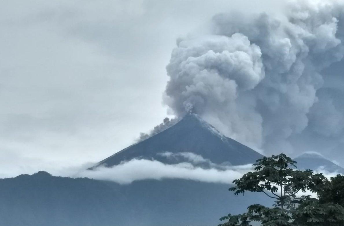 Ajustan en 62 la cifra de muertos por erupción del Volcán de Fuego