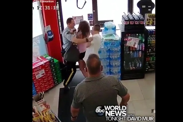 VIDEO: Pareja intenta usar tarjeta robada y su frustrado escape es épico