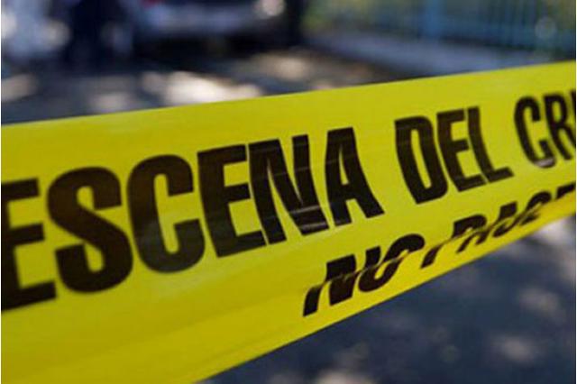 Ejecutan a 3 personas y las dejan dentro de un auto en Los Reyes La Paz