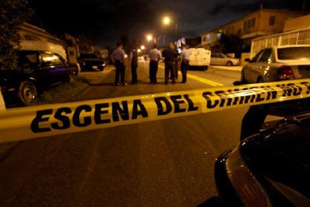 Se enfrentan pasajeros y asaltantes en urbano; hay 1 muerto