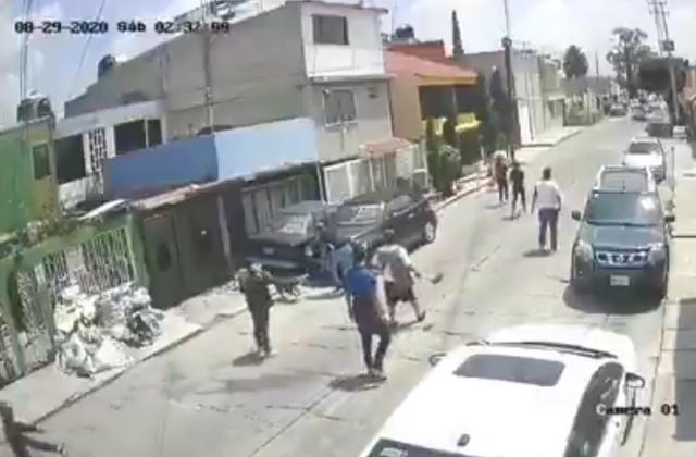 Mujer intenta detener asalto con una escoba