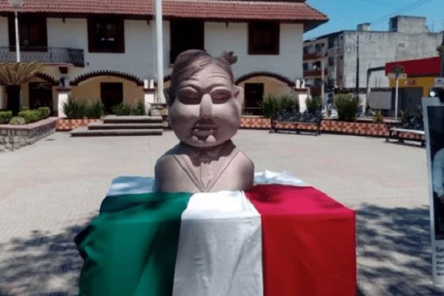 Escultor de busto de Benito Juárez extraterrestre hace uno de Amlo