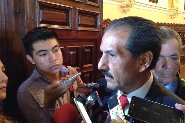 Lamenta Esparza falta de visión federal al recortar en educación