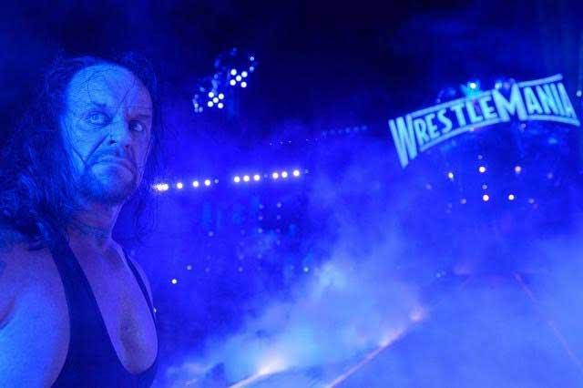Rest in peace: The Undertaker pierde y se retira ante una gran ovación