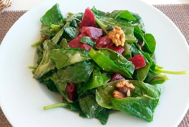 10 razones por las que debes comer verduras de hoja verde todos los días
