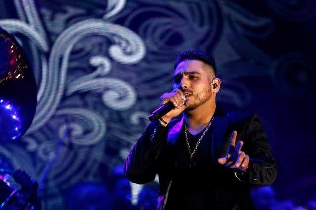 Espinoza Paz habla de cómo lo convencen para cantar para narcos
