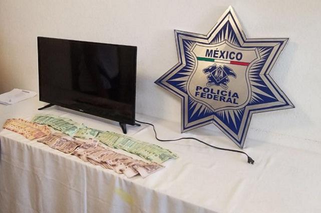 Esposa ofrece TV para liberar a marido detenido por robo en Atlixco
