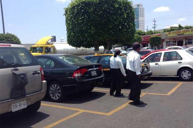 Pide Paisano diálogo sobre cobro de estacionamiento en centros comerciales