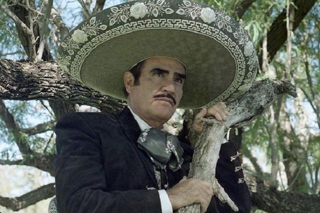 Vicente Fernández tiene interacción con su familia, reportan