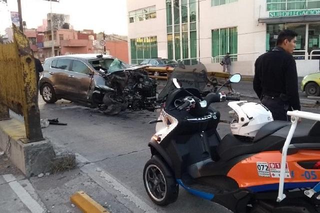Huía de un choque y terminó estampado en el Juárez-Serdán