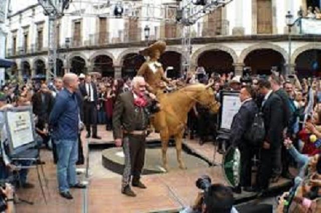 Vicente Fernández es homenajeado con estatua en Guadalajara