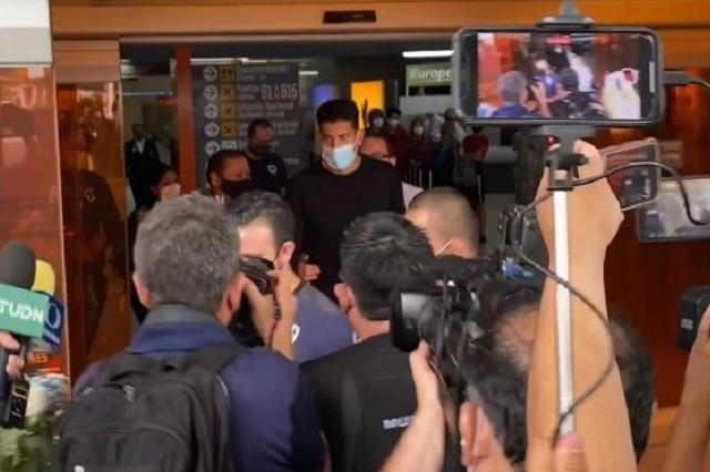 Esteban Andrada rechaza obsequio de aficionada a Rayados