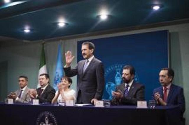 Estomatología BUAP, referencia nacional, señala rector Esparza