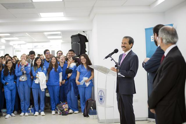 Entrega rector BUAP obras en la Facultad de Estomatología