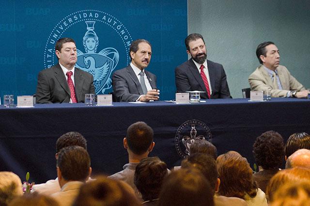 Llama rector Esparza a fortalecer una cultura del esfuerzo en la BUAP