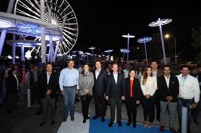 Inauguran RMV y Luis Banck iluminación en la estrella de Puebla