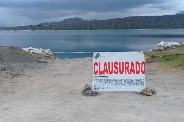 Clausuran construcción de muelle en la Laguna de Alchichica