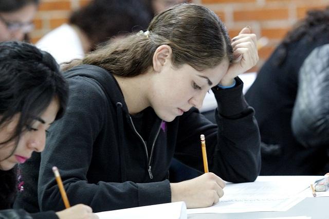 Muchas universidades pero poco empleo a egresados, en Puebla