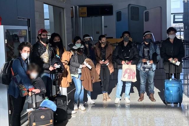 Vuelven a México 110 estudiantes varados en Argentina por pandemia