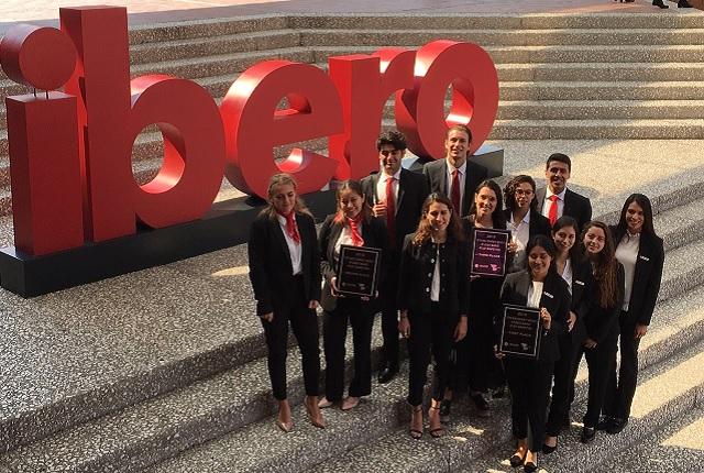 Estudiantes de IBERO Puebla en Coloquio de Emprendedores Turísticos