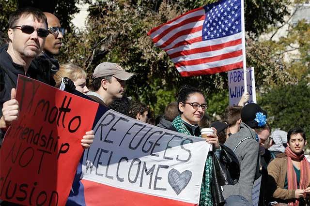 Starbucks le responde a Trump que contratará a 10 mil refugiados