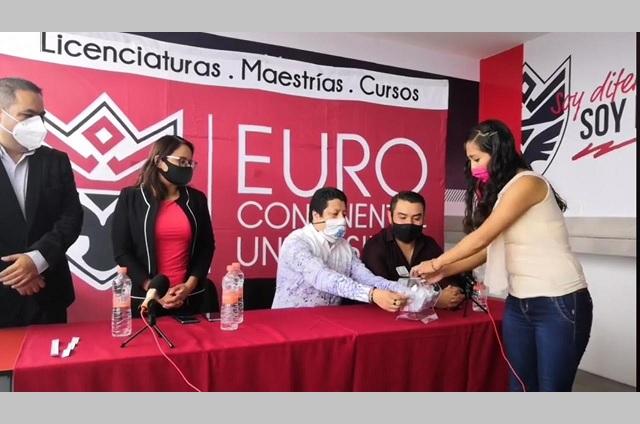 Universidad otorga beca del 100% a estudiante teziuteca