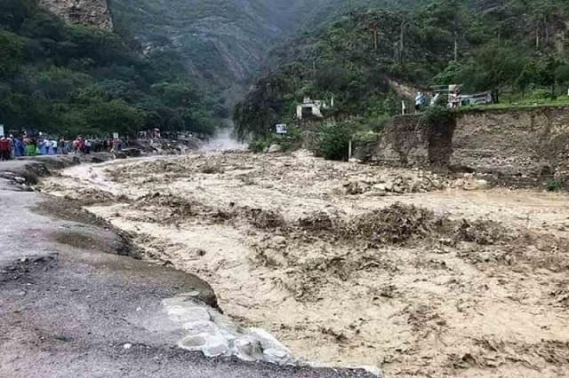 Evacuan a 500 turistas en Grutas de Tolantongo
