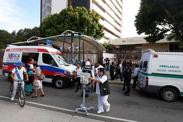 Eventuales temen despidos por desalojo en IMSS San Alejandro