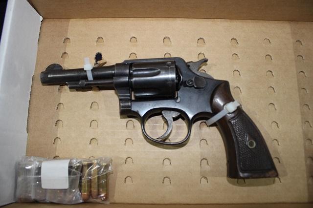 Detiene a hombre por portación ilegal  de arma de fuego y ataques peligrosos