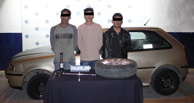 Aseguran en Puebla a cuatro personas por robo de autopartes