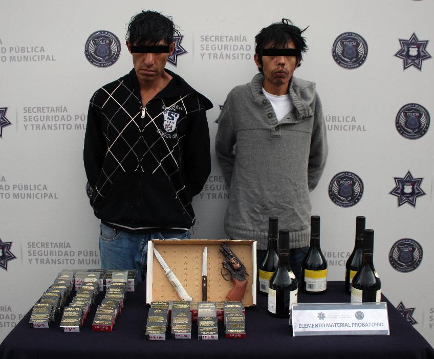 Detiene policía municipal de Puebla a tres asaltantes de tiendas Oxxo