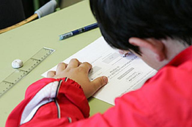 Examen de un niño es viral por cómo ve a los seres vivos y los no vivos