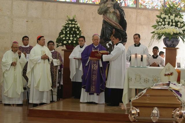 Despide Norberto Rivera con misa a Rosendo Huesca