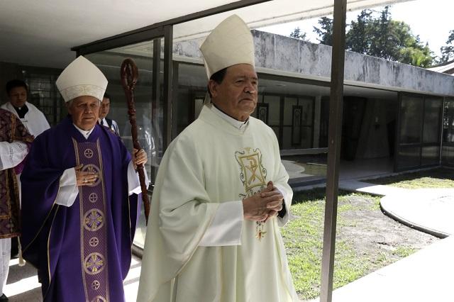 El cardenal Norberto Rivera está grave y fue intubado