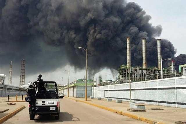 Saldo de 13 muertos y 105 heridos por explosión en planta de Pemex
