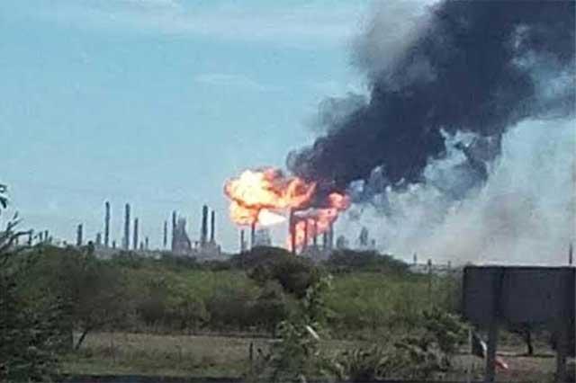 Se registra una explosión en la refinería de Salina Cruz, Oaxaca