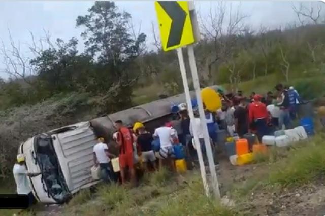 Explota pipa en Colombia mientras pobladores saqueaban combustible