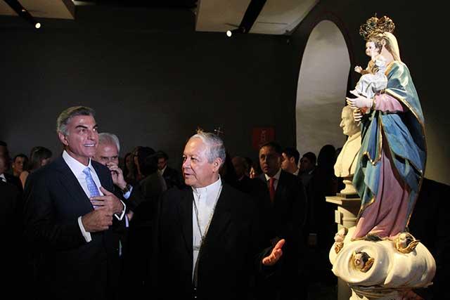 Inaugura Gali exposición con imágenes de santos de la Catedral de Puebla