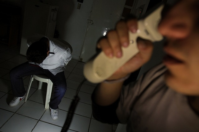 Mujer extorsiona a sus propios hijos; les saca 80 millones de pesos