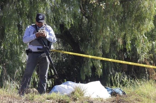 Apuñalado y con tiro de gracia, cadáver en Tecamachalco