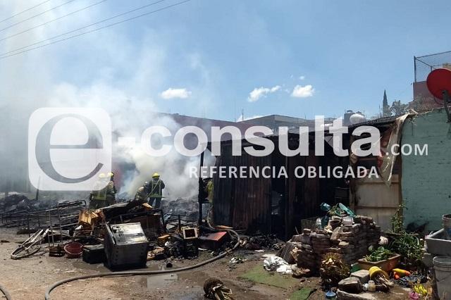 Se incendia casa de cartón en la colonia Vicente Guerrero
