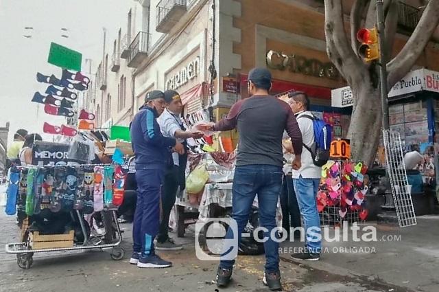 Sí salen ambulantes y reabren locales en el Centro de Puebla
