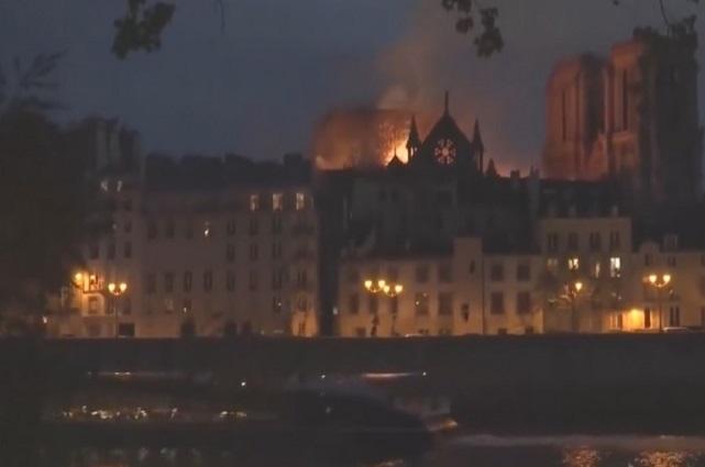 Incendio consume la catedral de Notre Dame en París