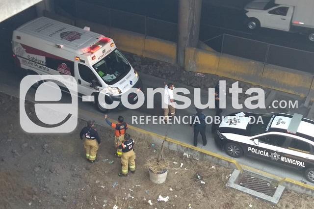 Señor de 50 años cae al distribuidor vial Juárez-Serdán